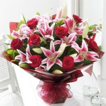 Red roses and Lily boquets - by Dxb Flower